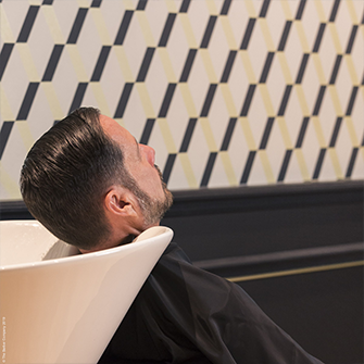 Cacher ses cheveux blancs, oui ou non ? - The Barber Company